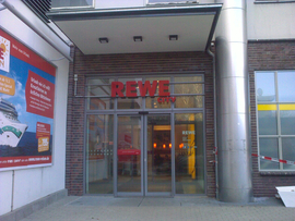 Courtyard entrance to the Passage and REWE